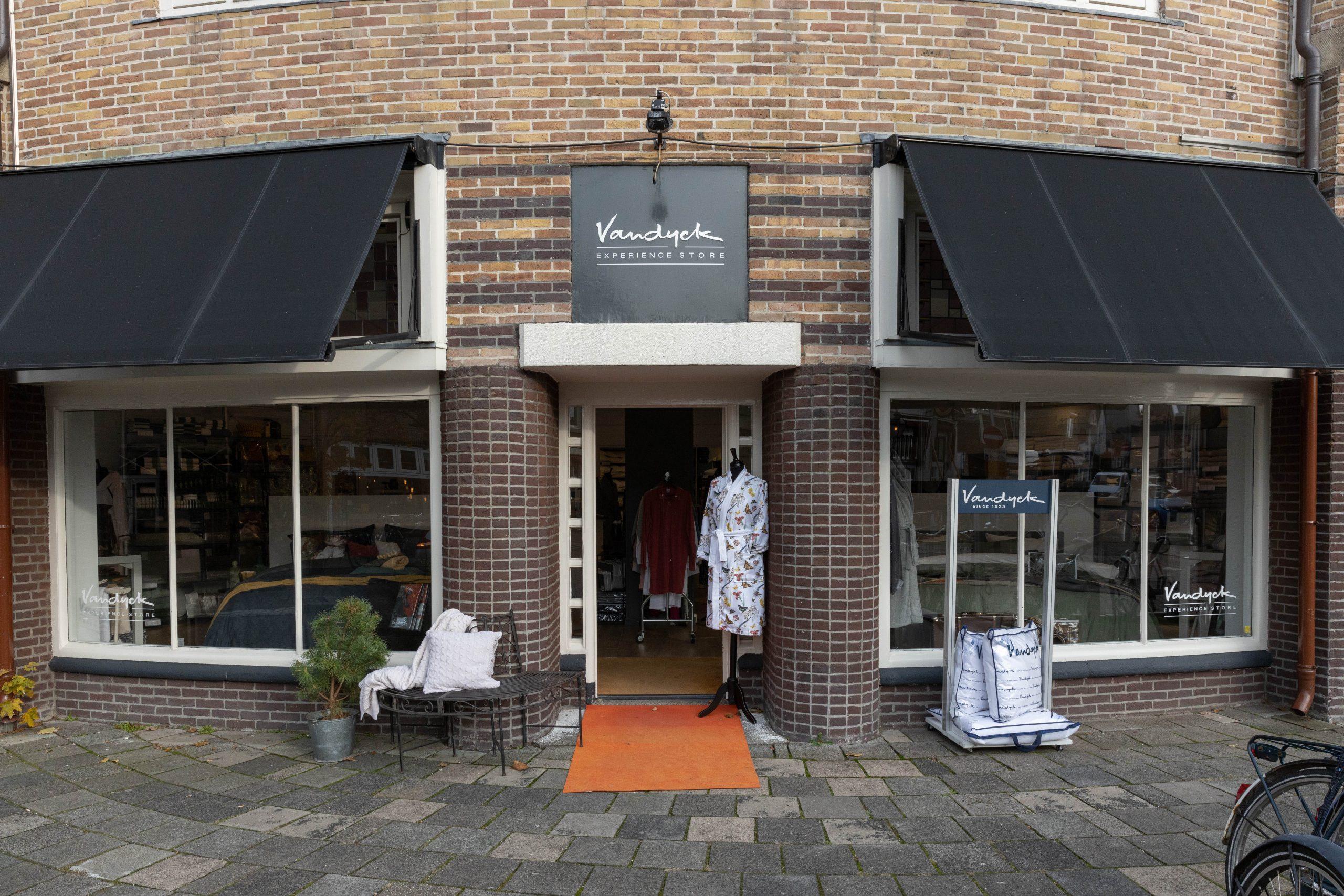 Van Dyck Experience Store